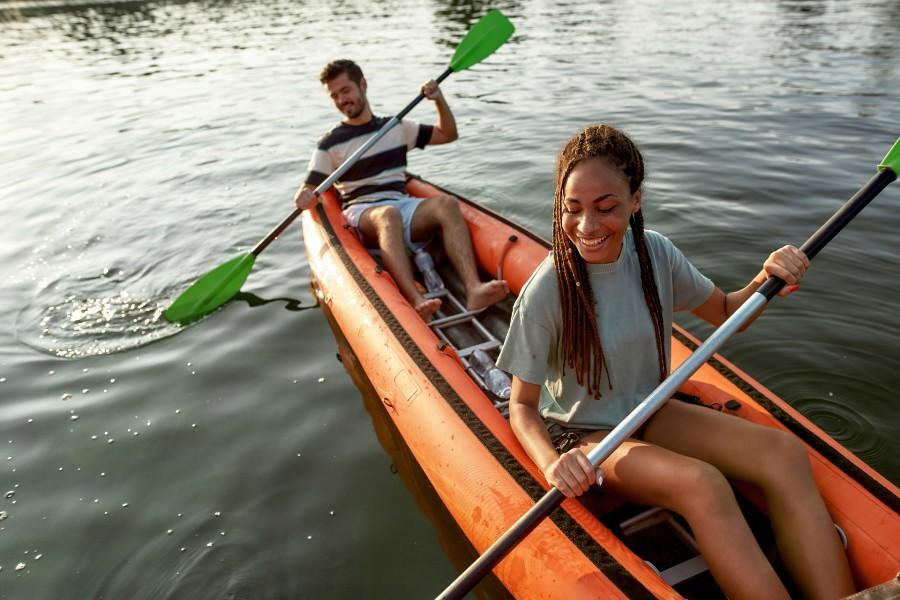 Two people kayaking near Starved Rock