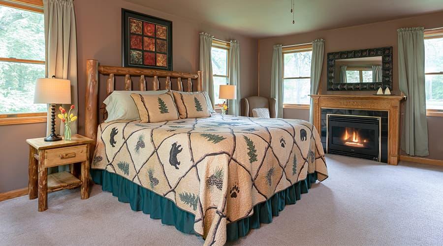 cabin bedroom near Starved Rock on an Illinois summer getaway