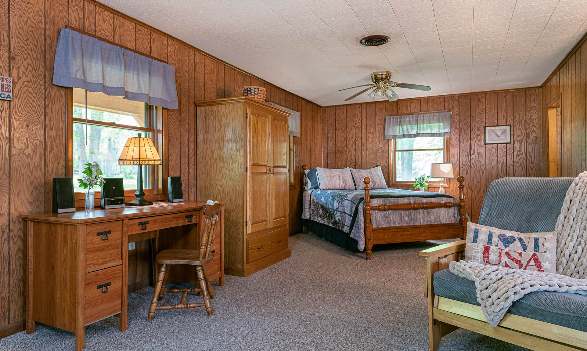 bed and desk in Americana Cabin near Buffalo Rock State Park