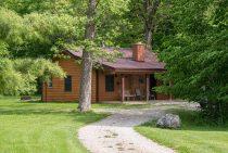 Bridge Cabin exterior - romantic accommodations near Starved Rock