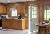 Chippewa Cabin kitchen - romantic Starved Rock, Illinois lodging