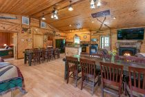 Grandma's Cabin dining for Family-Friendly Lodging near Chicago