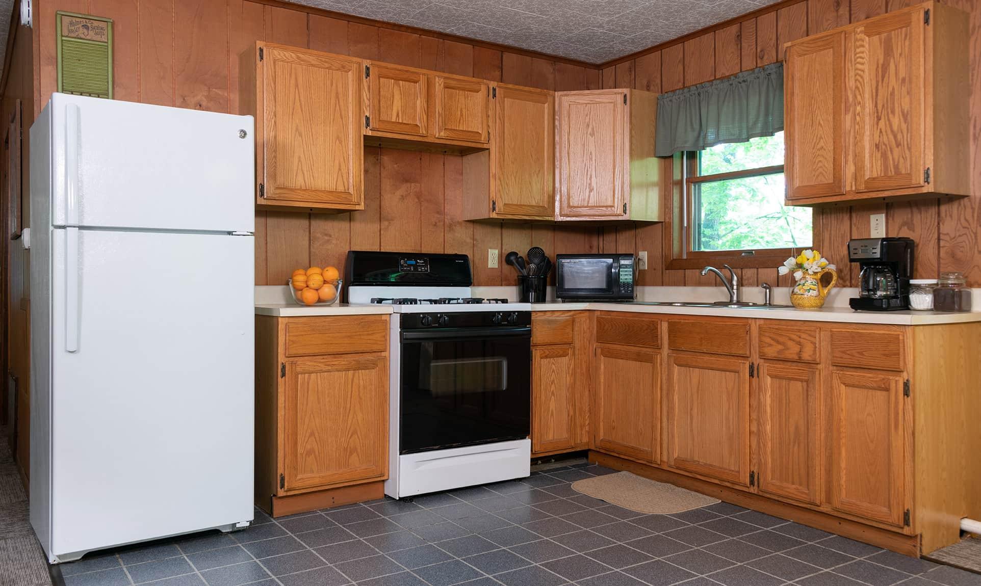 Hunters Cabin kitchen - Romantic Lodging near Starved Rock
