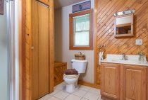 Illini Cabin bathroom