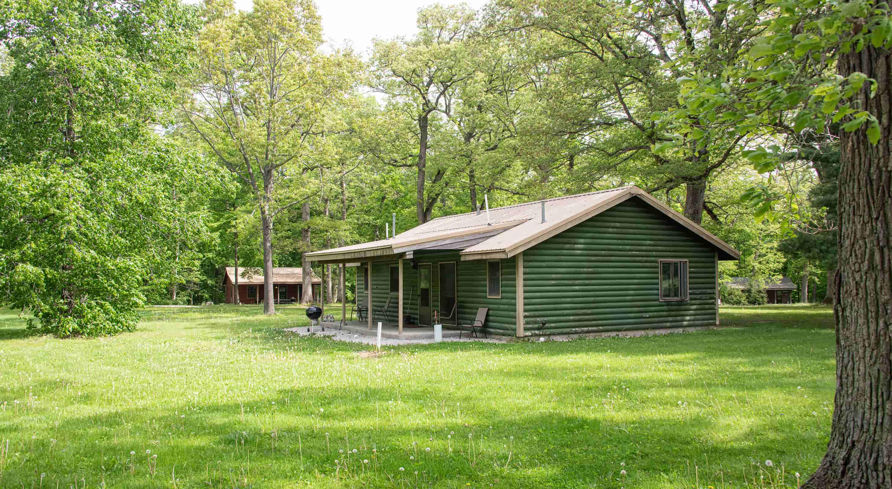 Illini Cabin exterior - family cabin near Matthiessen State Park