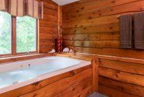 Jack's Deluxe Cabin soaking tub for a romantic Illinois cabin getaway