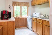 Jack's Deluxe Cabin kitchen