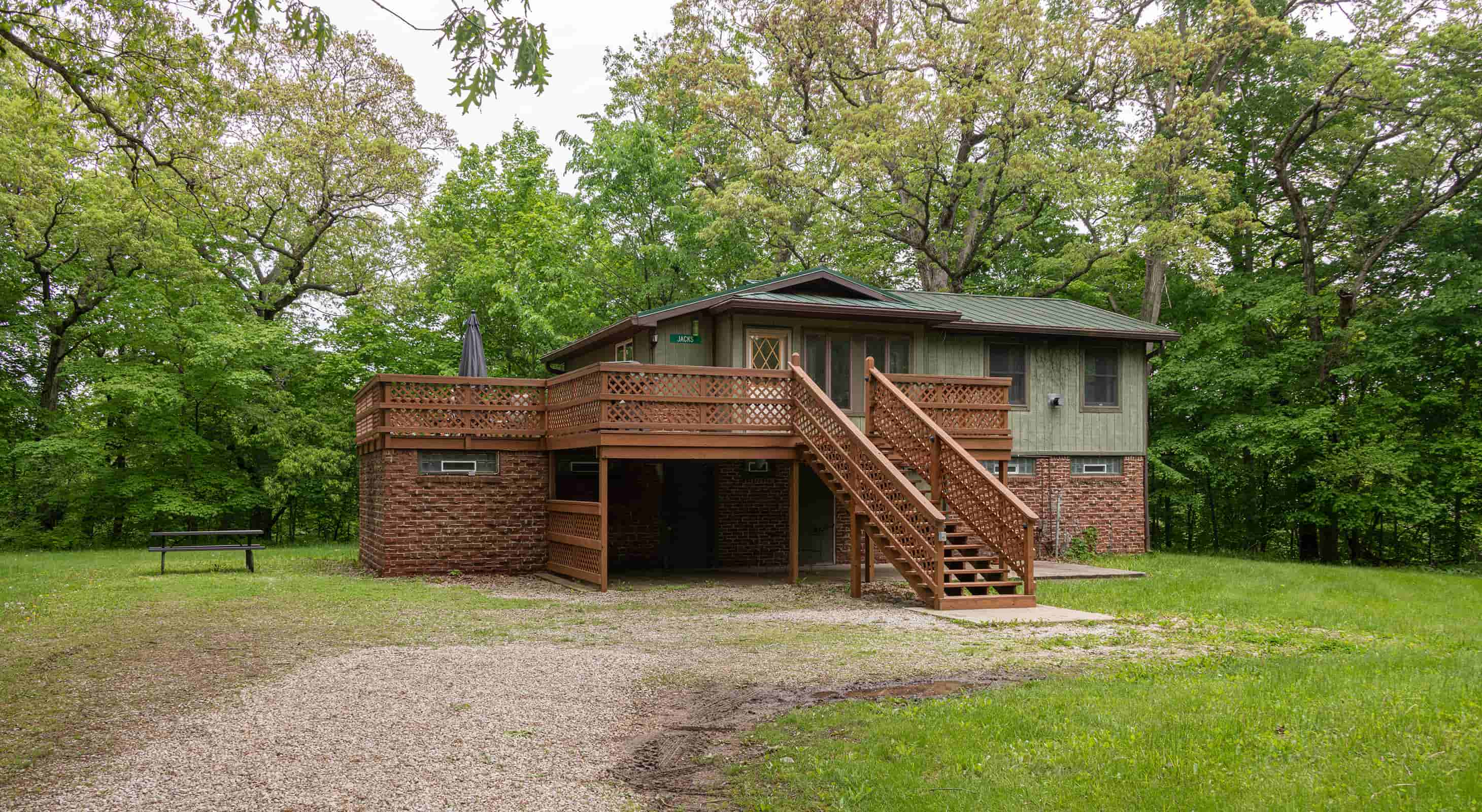 Jack's Deluxe Cabin for a romantic Illinois cabin getaway