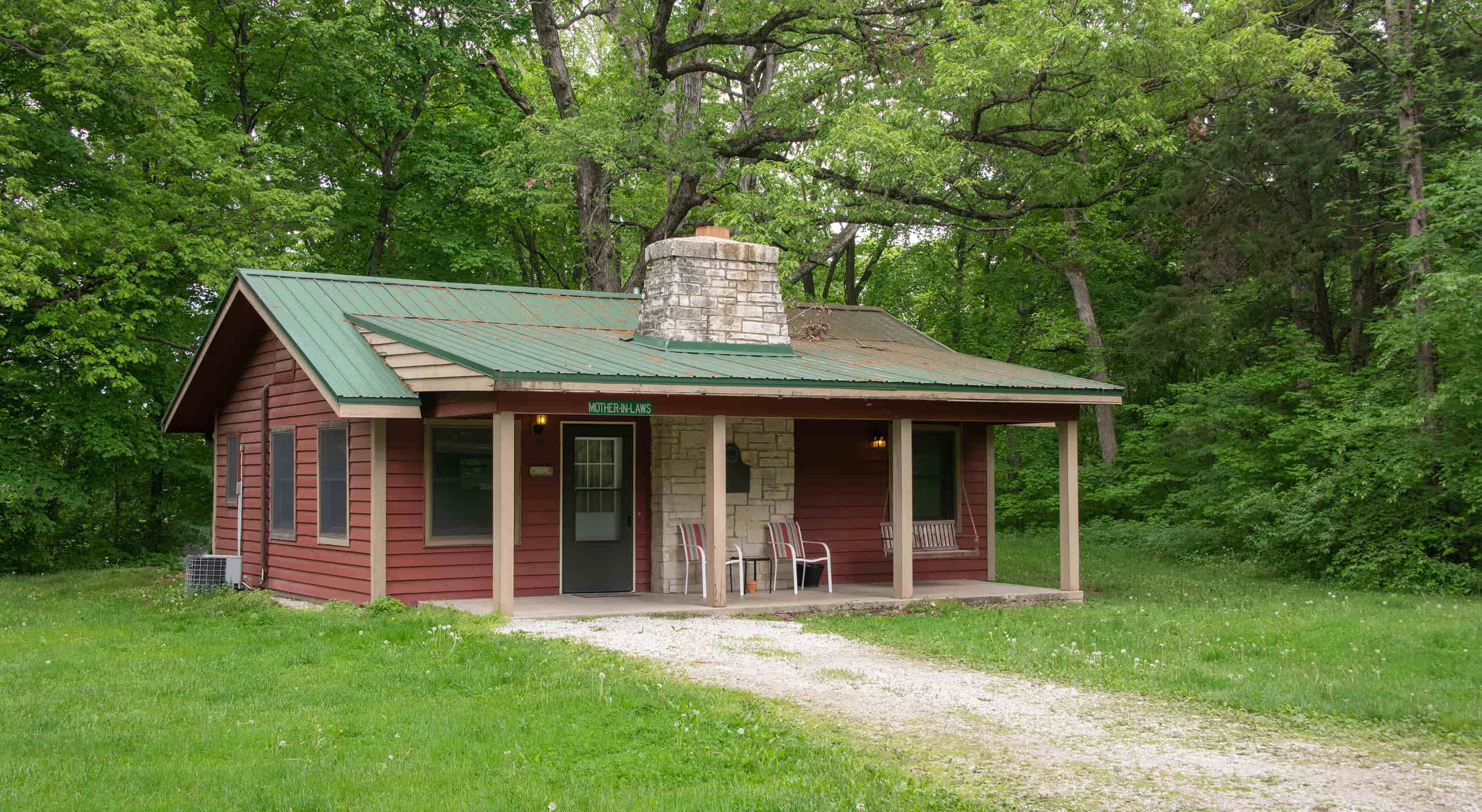 Mother-in-law Cabin exterior - dog friendly cabin near Chicago