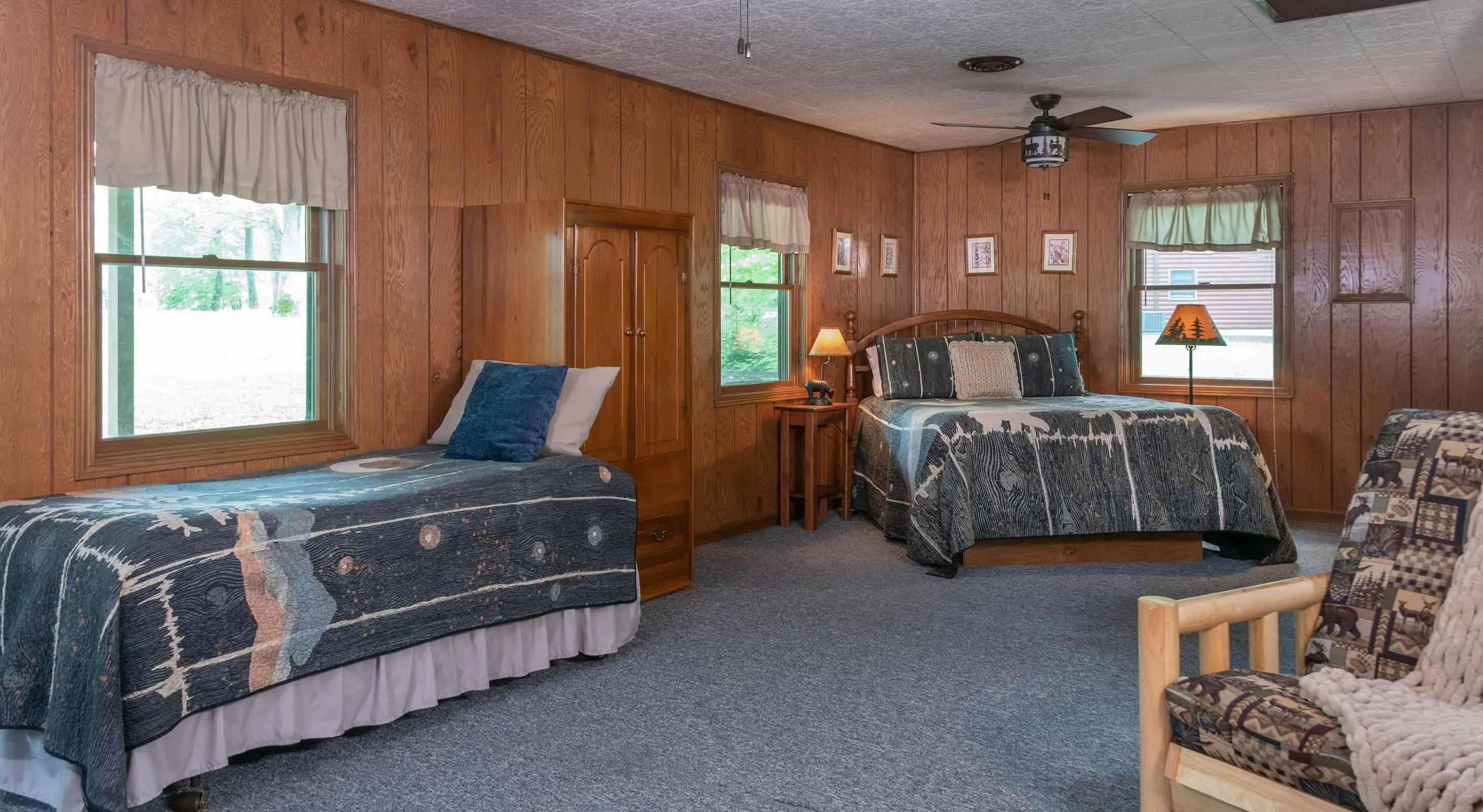 Osage Cabin beds - weekend getaway near Chicago