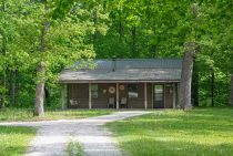 Shadey Oaks Cabin - a romantic Illinois cabin near Starved Rock