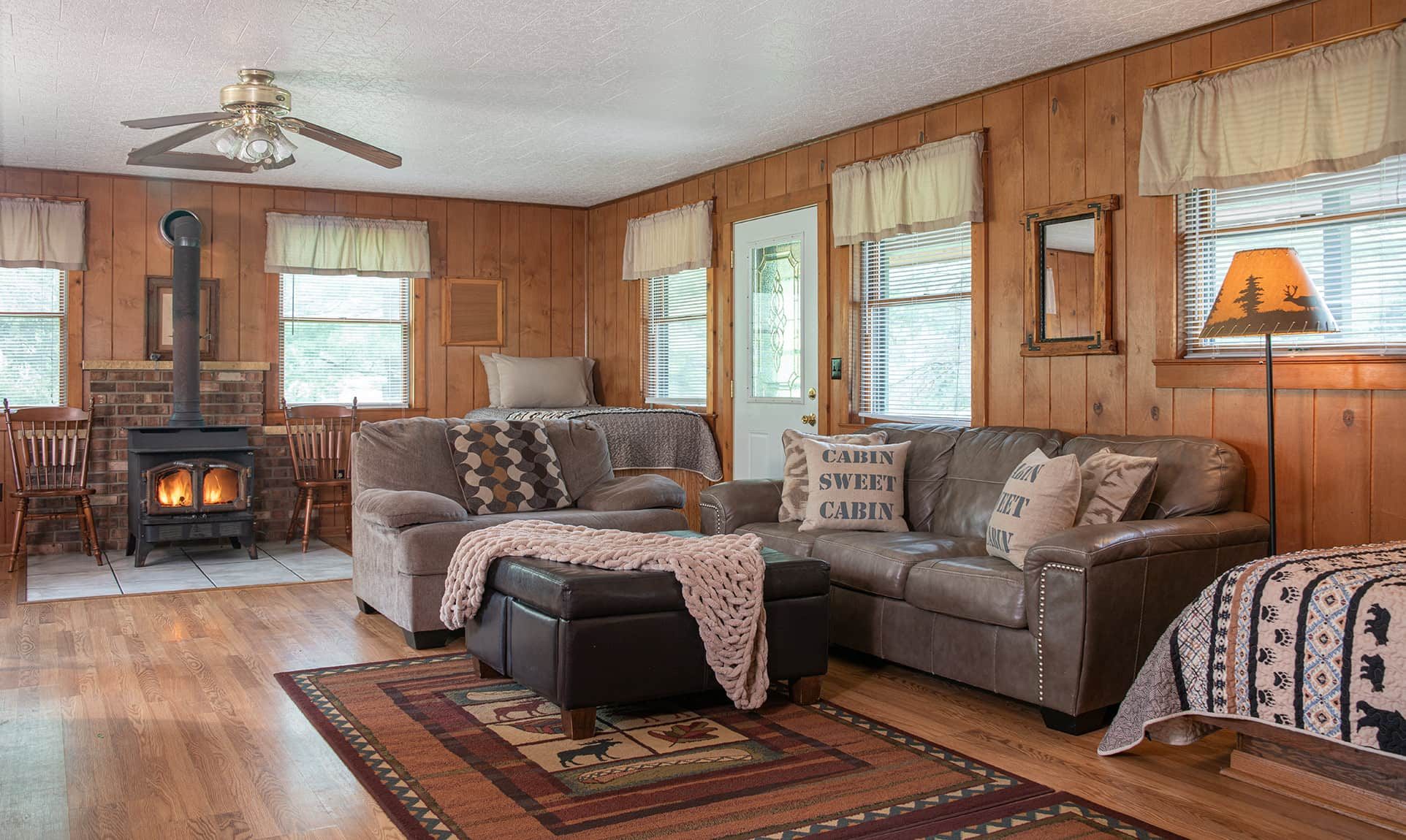 Trading Post couches - family friendly Starved Rock lodging