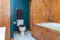 Wilderness Cabin bathroom - Starved Rock lodging in Illinois