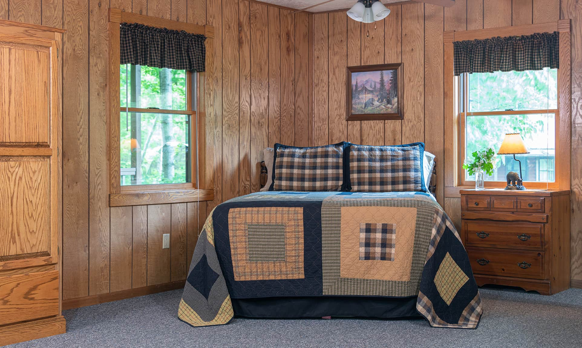 Wilderness Cabin bed - Starved Rock lodging in Illinois