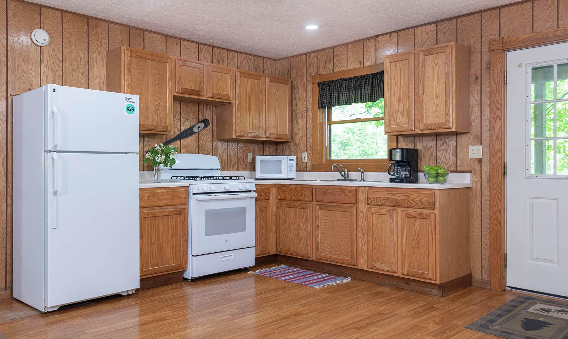 Wilderness Cabin kitchen - Starved Rock lodging in Illinois