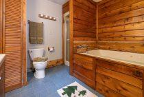 Zonta Cabin bathroom