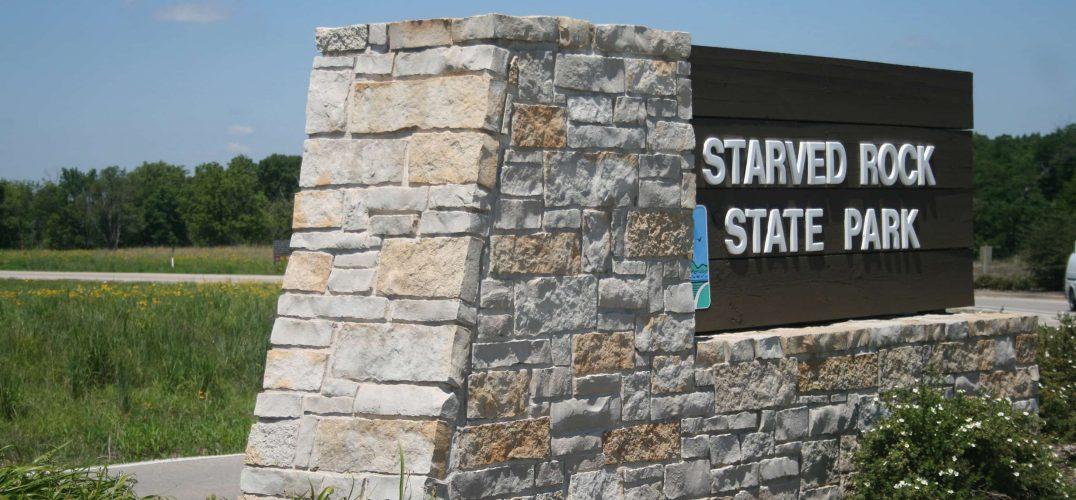 Entrance sign to Starved Rock State Park